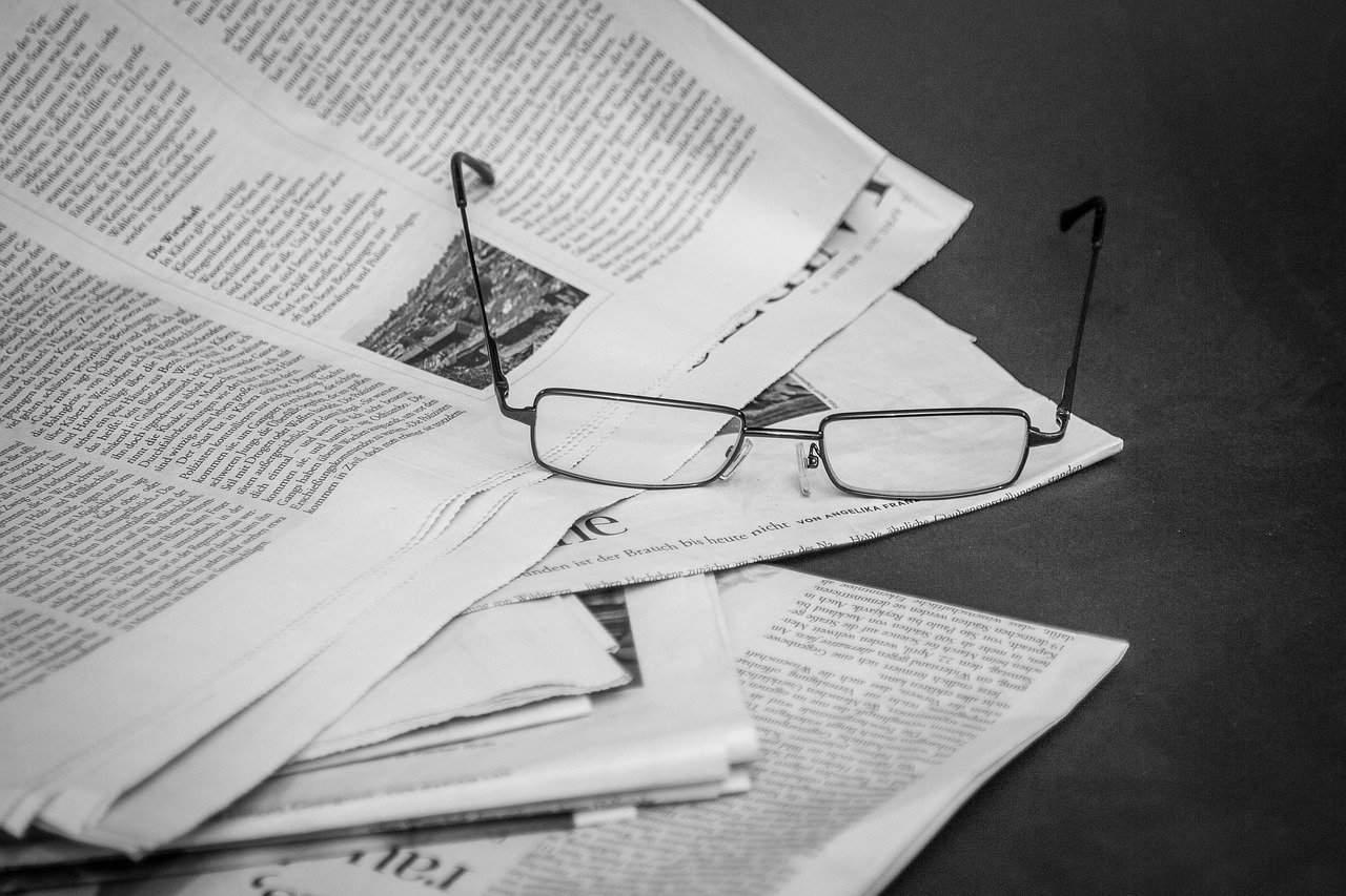 newspaper-read-information-2253408